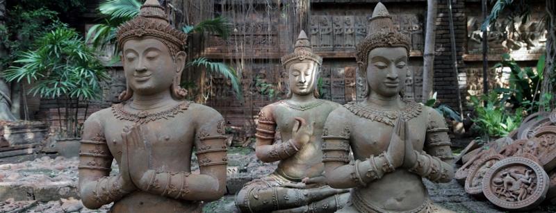 three buddhs in meditation
