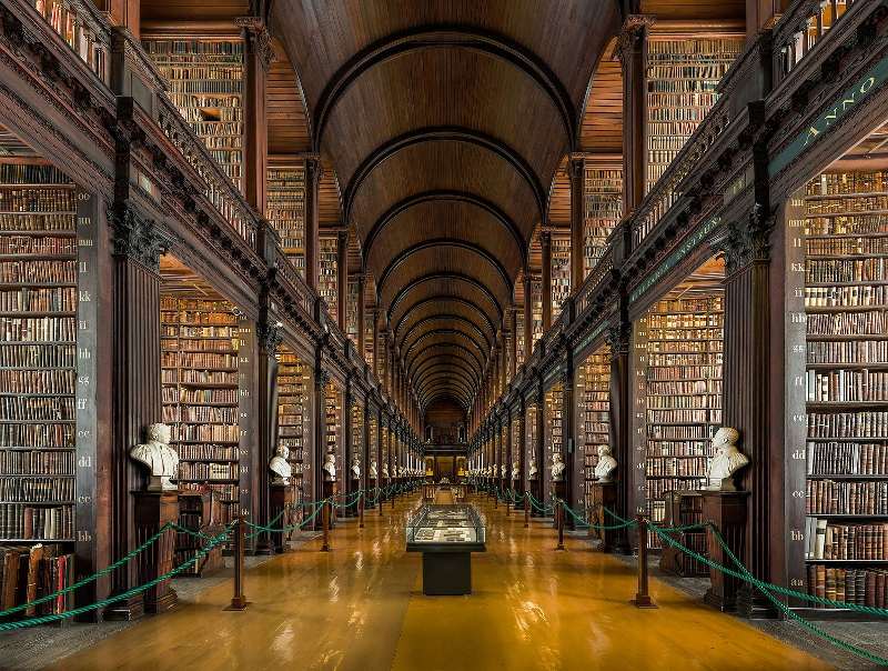 Long_Room_Interior,_Trinity_College_Dublin,_Ireland_-_Diliff (800x604)